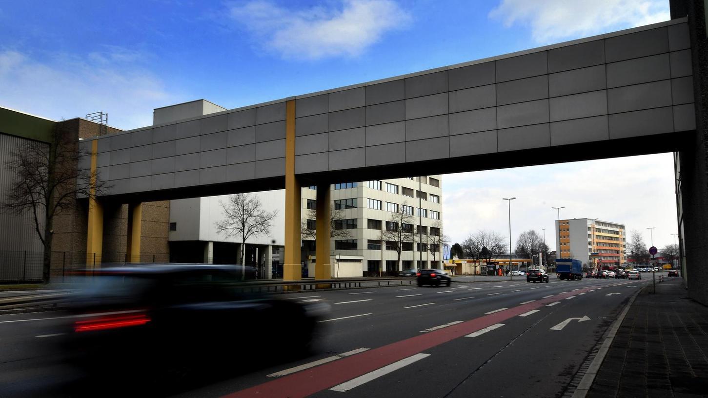 Derzeit verbindet eine Fußgängerbrücke den nördlichen und südlichen Teil des langjährigen Schöller-Geländes. Durch den Bebauungsplan Nr. 4657