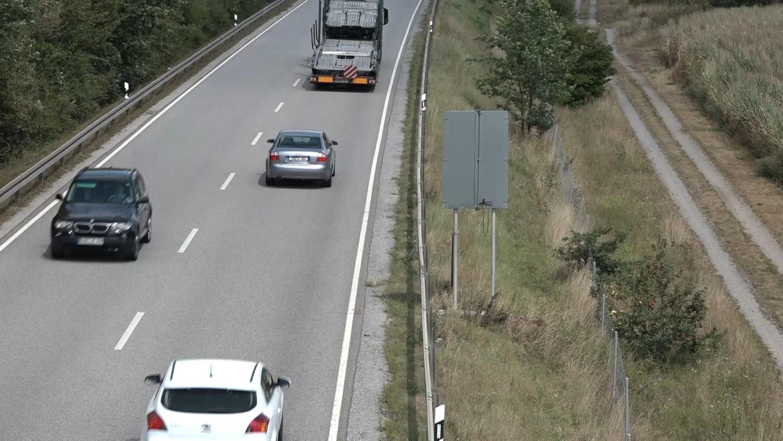 An dieser Stelle in Nittenau ist das Unglück am Sonntag passiert. Der Beifahrer des Mannes starb infolge der Schussverletzung.