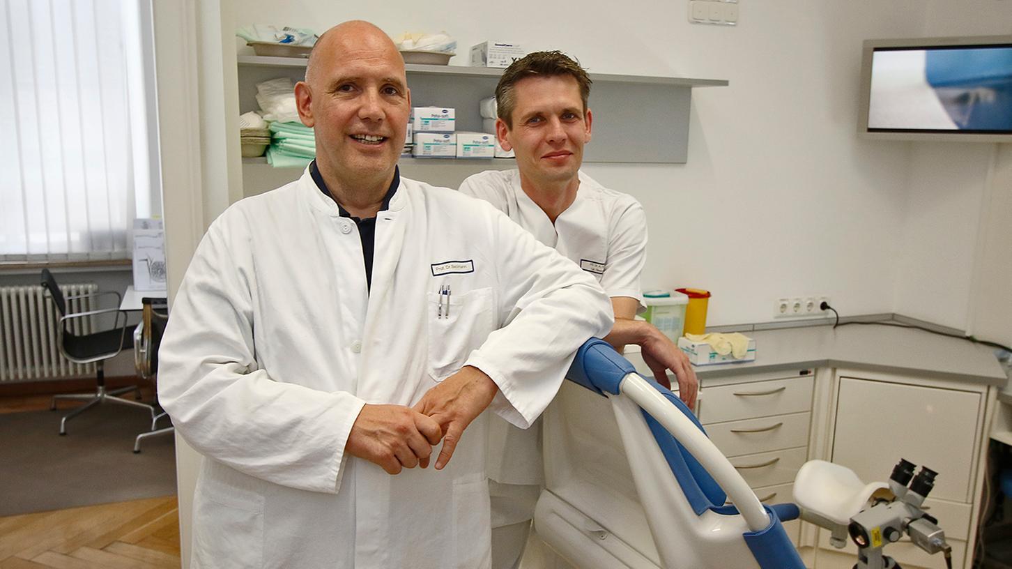Chefarzt Professor Matthias Beckmann (l.) und sein Oberarzt Alexander Hein vom Universitätsklinikum Erlangen erklären, wann eine Operation an den Eierstöcken notwendig ist und wann nicht.