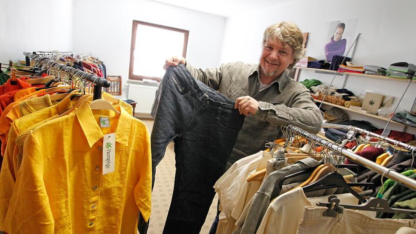 Hanf hält warm: Auch in der Region, wie hier in Adelshof (Landkreis Erlangen-Höchstadt), werden Textilien aus Hanf hergestellt. Eine echte Alternative zu Kunstfasern und dazu noch umweltfreundlich.