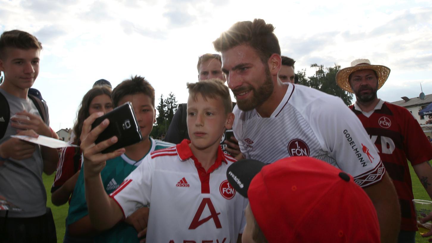 Der 1. FC Nürnberg ist nicht nur bei den eigenen Fans beliebt, auch in der Fußball Bundesliga gehört der Club zu den Sympathieträgern.