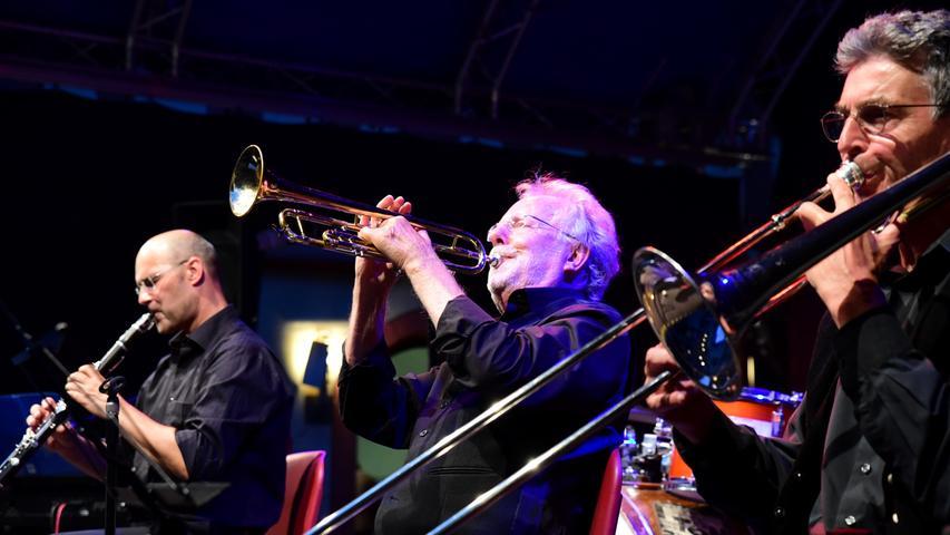 Die Freude an der Improvisation spiegelt sich in der Musik aus New Orleans und Chicago zwischen 1900 und 1930 von Heye's Society wieder. Am Freitag genossen circa 120 Besucher den Jazz der sechsköpfigen Band.