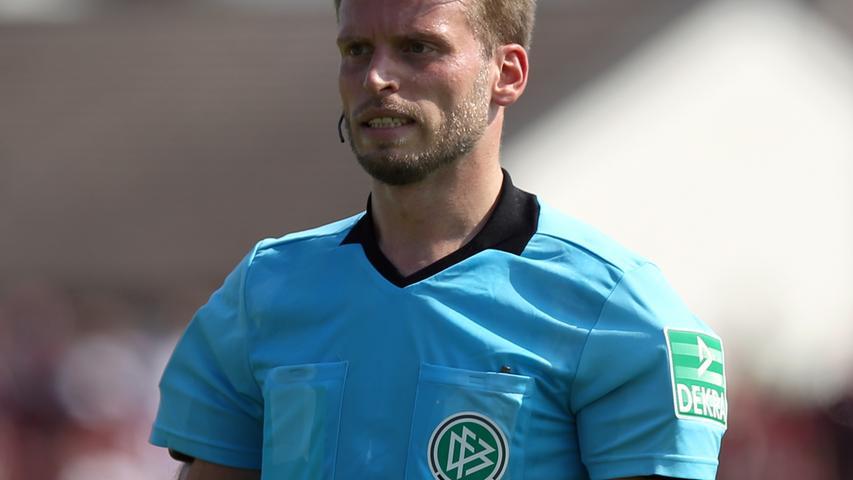 Nicht jeder Schiedsrichter hätte diesen Elfmeter gegeben. Die Entscheidung von  Sven Waschitzki ist aber vertretbar.