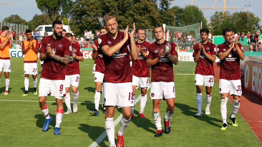 Puh, wirklich glücklich wirkten die Spieler des 1. FC Nürnberg nach dem Sieg gegen den SV Linx nicht. Kein Wunder, erst kurz vor Schluss erlöste Mikael Ishak den Club mit dem Siegtreffer. Zuvor lieferte sich der FCN mit dem Fünftligisten einen harten Schlagabtausch und stand kurz vor dem Aus in der ersten Runde des DFB-Pokals. Hier gibt es die Bilder des Spiels.