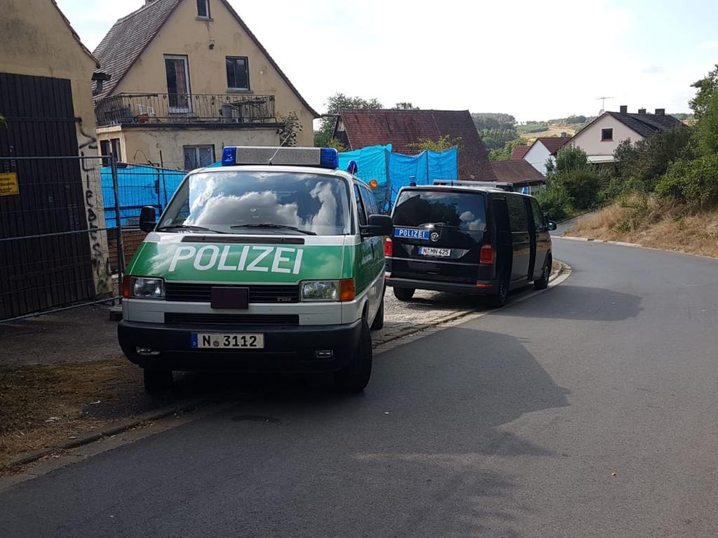 Ein Großaufgebot der Polizei ist in Altschauerberg im Einsatz.