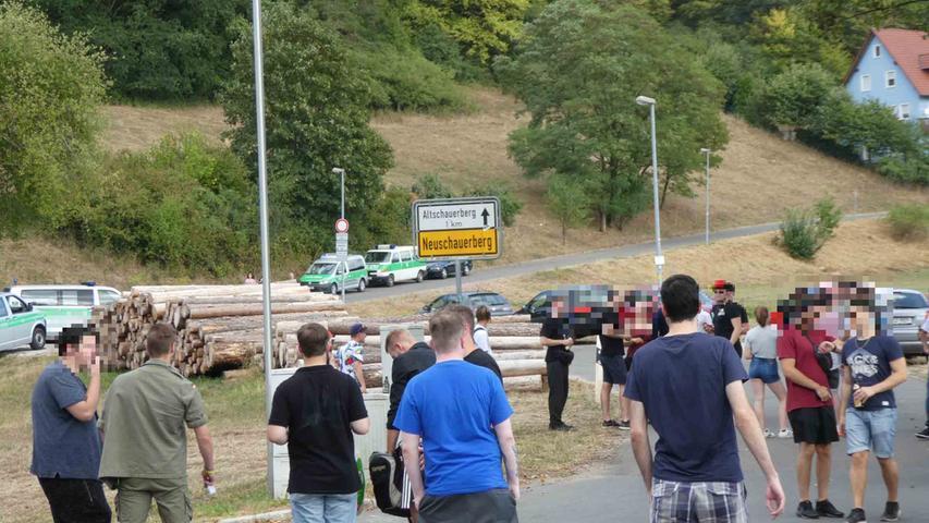 Die Demonstranten sammelten sich im einen Kilometer entfernten Neuschauerberg.