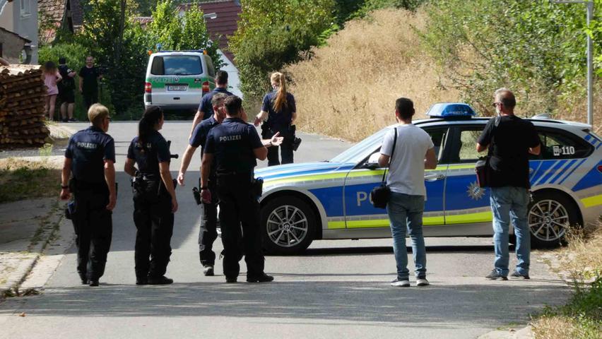 Die Polizei versperrte die Zufahrtsstraßen zu Altschauerberg.