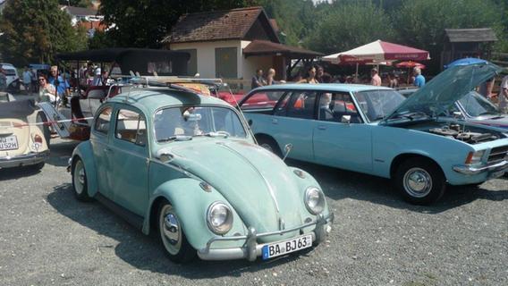 Automobil-Nostalgie in Oberfranken: 400 Oldtimer rollten durch Aufseß