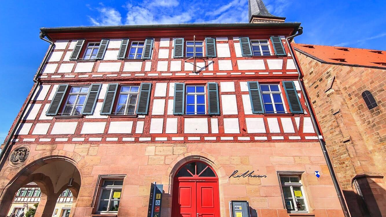 Das Schwabacher Rathaus: 2020 wird entschieden, wer in Zukunft hier das Sagen hat.