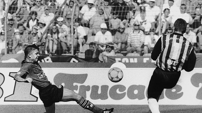 Erstmals verliert Rückkehrer 1. FCN sein Auftaktspiel nicht. Gegen den Hamburger SV ist die Elf von Trainer Willi Reimann, der kurz zuvor den überraschend abgewanderten Aufstiegscoach Felix Magath abgelöst hat, lange sogar auf Siegeskurs. Doch Andrej Polunins Führung reicht vor 40.000 Fan nicht, Anthony Yeboah gelingt noch das 1:1 (88.). Das Saisonende verläuft mit dem Last-Minute-Abstieg noch weitaus dramatischer.