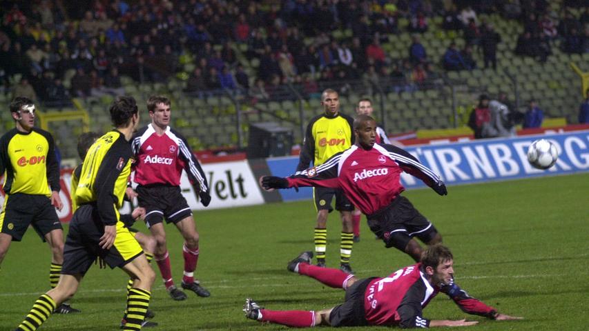 Beim fünften Anlauf, sich wieder im Oberhaus zu etablieren, wird der Club am ersten Spieltag bei Borussia Dortmund vor 64.500 Zuschauern an die (gelbe) Wand gespielt, kommt aber relativ glimpflich davon. Der Brasilianer Amoroso sorgt mit zwei Toren frühzeitig für den 2:0-Endstand für Matthias Sammers BVB, der die Saison mit dem Meistertitel krönen wird. Der 1. FCN hält mit Coach Klaus Augenthaler die Klasse, doch ein Jahr später befördert ihn der Fahrstuhl mal wieder nach unten.