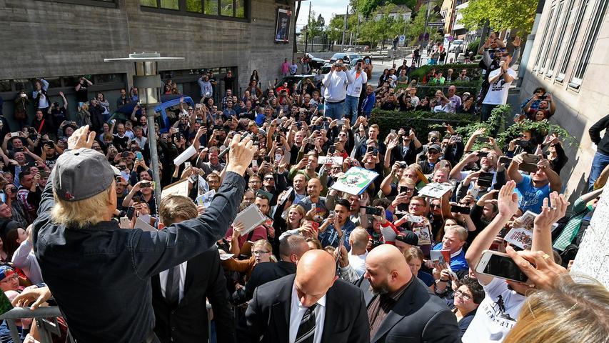 ... sorgte für einen regelrechten Ansturm der Fans. Hunderte versammelten sich vor dem Cinecitta.
