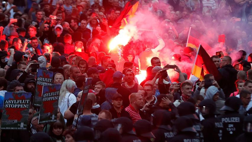 Nach Messerattacke: Neonazis und Hooligans ziehen durch Chemnitz