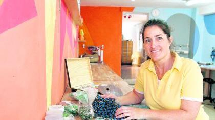 Manuela Dilly in ihrer «Kleinen Kreativ-Werkstatt».