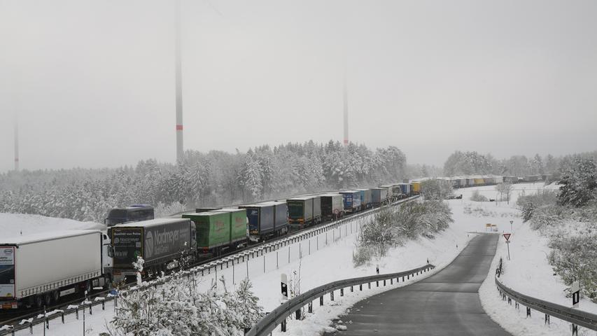 Verkehrschaos auf der A9 im April 2017 nach einem plötzlichen Wintereinbruch nach Ostern.