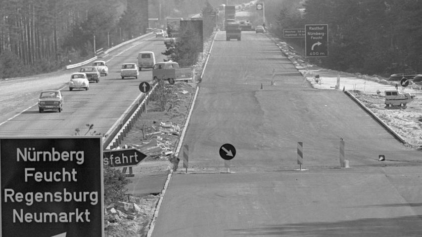 Ein historisches Bild der A 9 aus dem Jahr 1968 auf Höhe des Rasthofes Feucht.