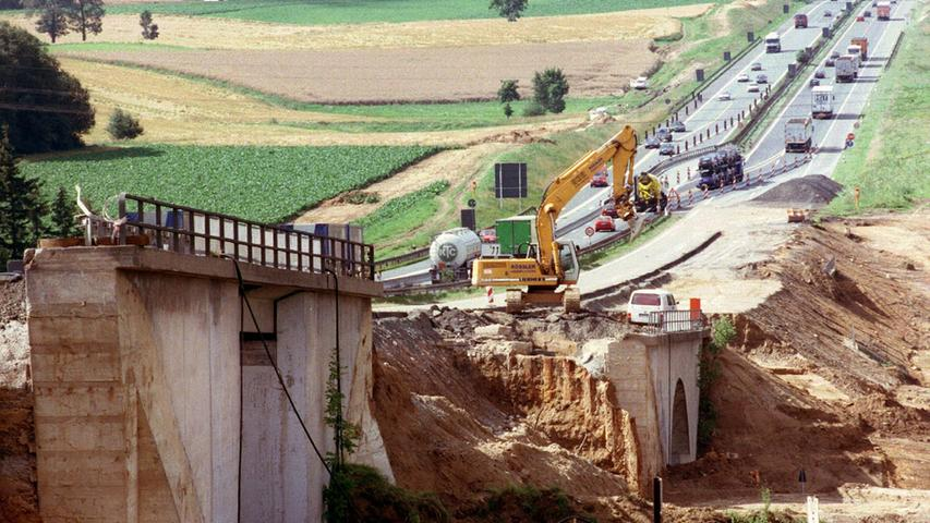 Die Brückenanlagen aus der Vorkriegszeit auf der A9 bei Münchberg wurden 1998 abgerissen. Die unfall- und stauträchtige
