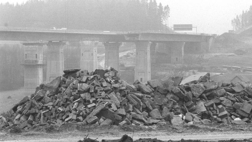 Mit dem Ausbau der A9 im Rahmen des Verkehrsprojekts Deutsche Einheit wurde auch die Linienführung der Verkehrsader überarbeitet. So wurde die Autobahn in Trockau vom Ort abgerückt und und über eine neue Talbrücke geführt. Die alte Trasse, die unmittelbar an den Häusern vorbeiführte, wurde der Natur zurückgegeben.