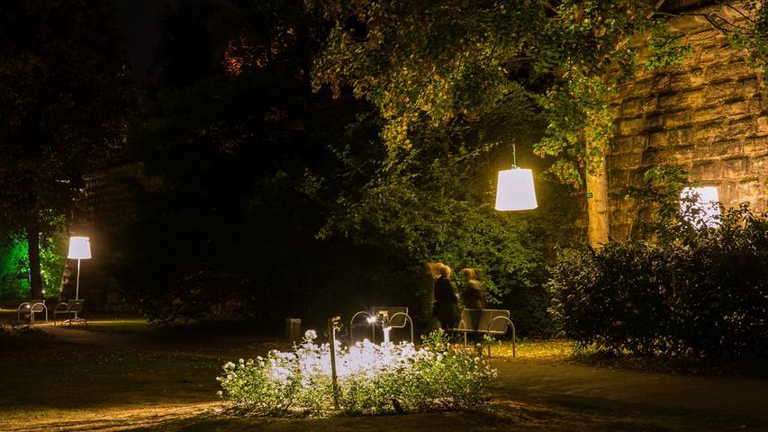 Lichtplaner der Fachhochschule Coburg haben Teile des Forchheimer Stadtparks mit der Valentini-Bastion in stimmungsvolles Licht getaucht.