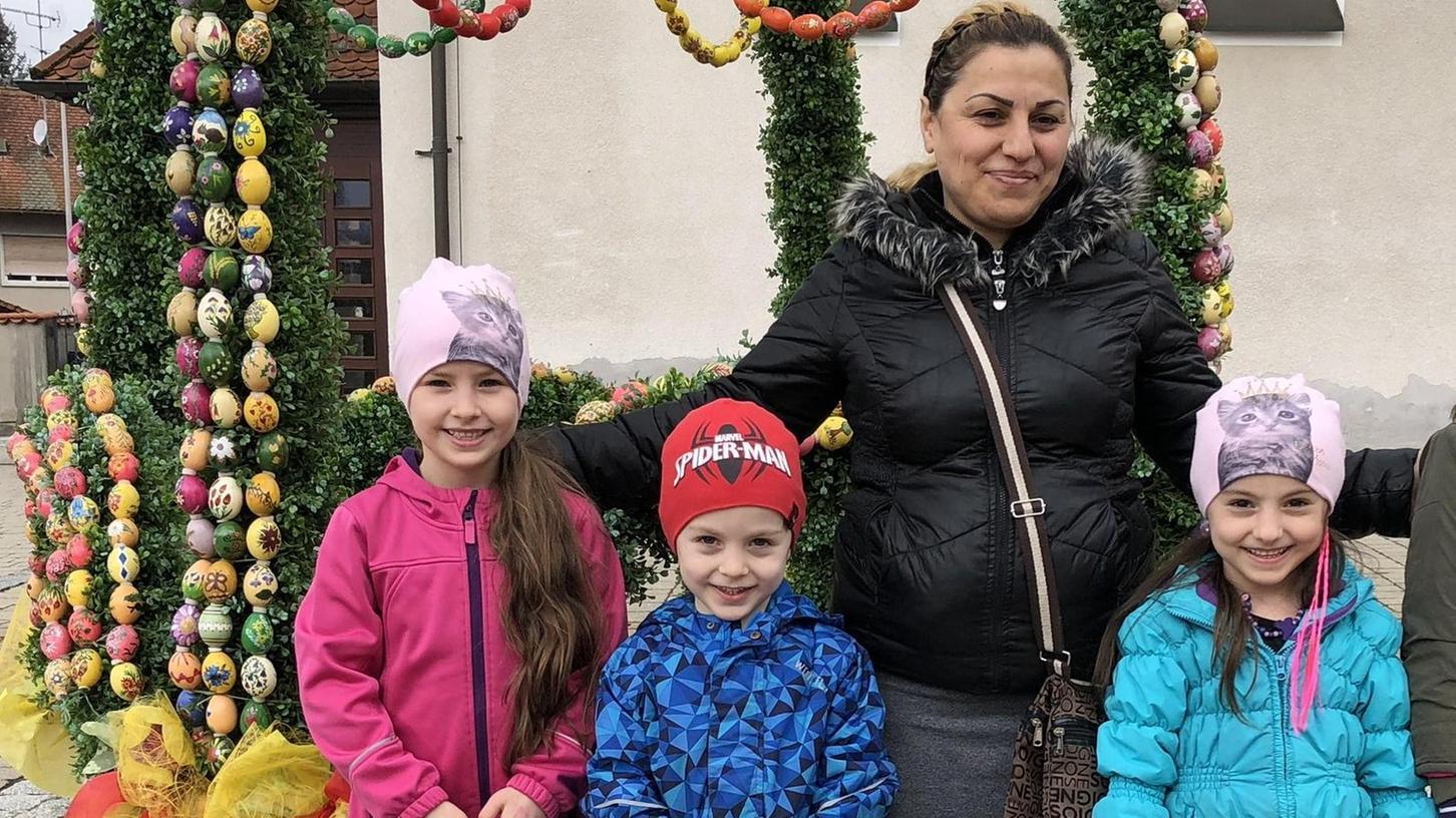 Da war die Welt noch in Ordnung: Zaira mit ihren drei Kindern Emilia, Muhammed und Jasmina beim Osterfest.
