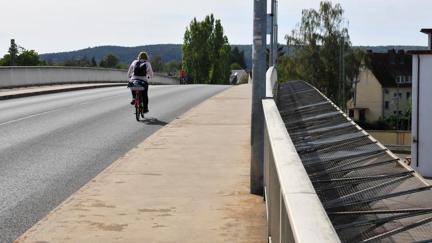 Jeder Verkehrsteilnehmer möchte sicher ans Ziel kommen. Vor allem gegenüber Schwächeren muss man sich jedoch so verhalten, dass jede Gefährdung ausgeschlossen ist. Gehwege sind für Radfahrer aus gutem Grund tabu.