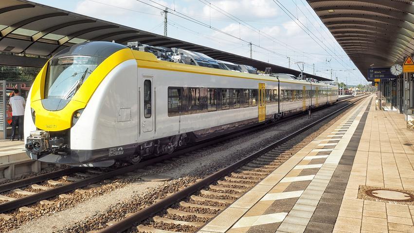 Die Zugbaureihe 1440, der Alstom Coradia Continental, war für Testfahrten durch den Hersteller im Rahmen der Fahrzeugzulassung in Treuchtlingen unterwegs. Zwischen Roth und Donauwörth konnte der Zug bei grüner Welle durch die Landschaft fahren. In der weiß-gelb-schwarzen Lackierung soll er ab Ende 2019 für die Breisgau-S-Bahn in Freiburg zum Einsatz kommen.