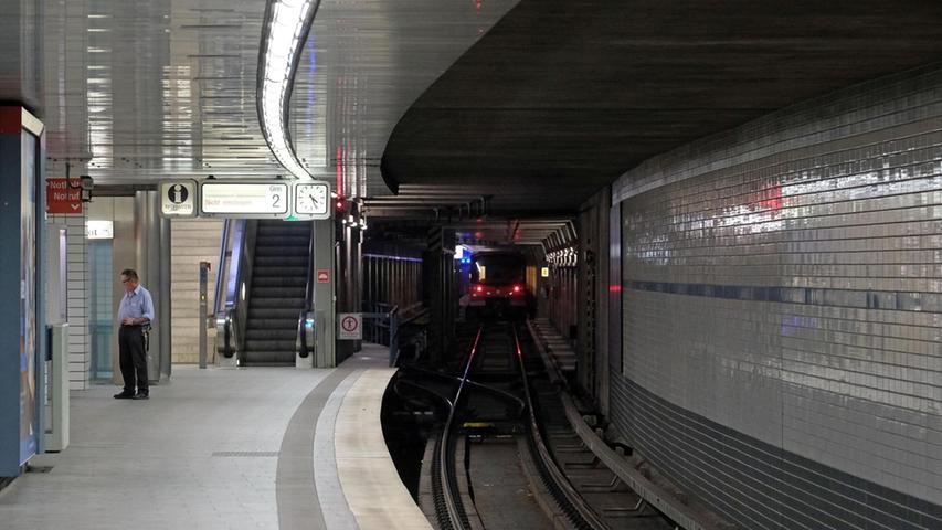 8600 Menschen nutzen die Haltestelle durchschnittlich: Der U-Bahnhof Langwasser Süd wurde sogar noch vor dem Gemeinschaftshaus als der erste Bahnhof der Nürnberger U-Bahn am 1. März 1972 eröffnet.