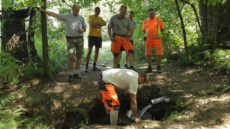 Der Stein des Anstoßes: Die Bewohner von Leups wollen ihre Quelle behalten und nicht an die Ringleitung des kommunal bestellten Wasserversorgers Juragruppe angeschlossen werden.