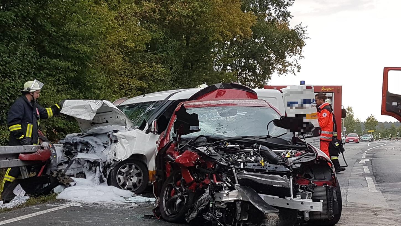Vier Verletzte bei Kollision auf der B8: Am Donnerstagmorgen hat sich bei Bräuersdorf ein Verkehrsunfall ereignet.