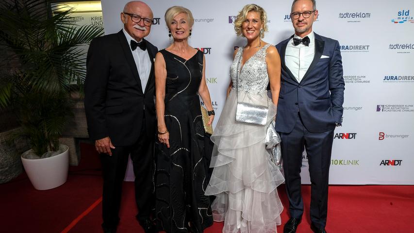 Für Unternehmer Gerd Schmelzer (links) und Nürnbergs Kulturreferentin Julia Lehner (Zweite von links) ist der Nürnberger Opernball ein gern gesehener Termin im Jahreskalender.