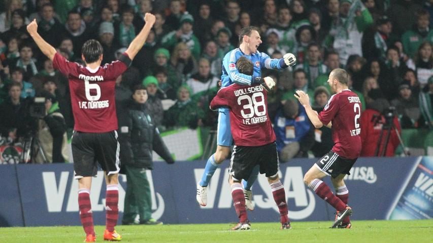 Nach 95 (!) Minuten ist der Auswärtssieg unter Dach und Fach und die Freude bei Raphael Schäfer und seinen Spielkameraden rießengroß.