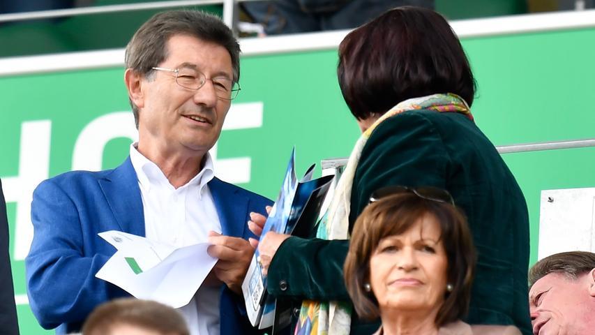 Auch der ehemalige Kleeblatt-Boss Helmut Hack ist im Stadion, als die SpVgg Greuther Fürth den ebenfalls gut gestarteten Konkurrenten aus Kiel empfängt.