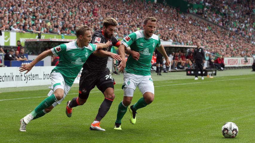 Gute vier Jahre nach dem letzten Bundesliga-Duell der beiden Vereine tritt der Club als Aufsteiger im September 2018 beim SV Werder Bremen an. Vor 40.700 Zuschauern gehen die Bremer in der 26. Minute durch einen Gewaltschuss von Maximilian Eggestein in Führung.