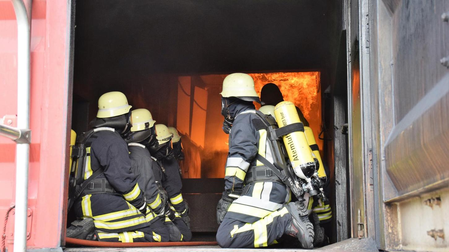 Der Container ermöglicht das Üben der Brandbekämpfung unter realistischen Bedingungen.