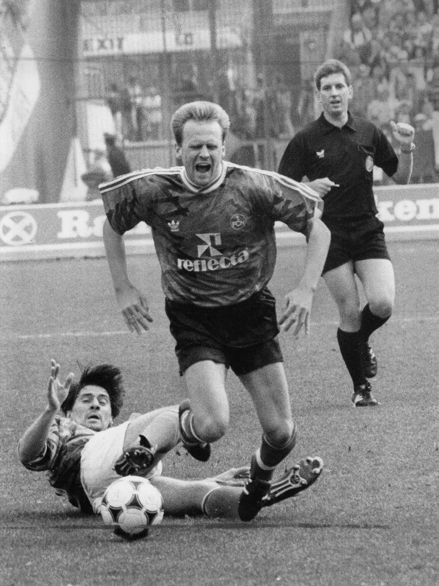 Mit ihm spielte Matthäus bis zur C-Jugend beim 1. FC Herzogenaurach, bis sich ihre Wege für lange Zeit trennten: Bis zur A-Jugend spielte Günter Güttler beim Lokalrivalen ASV Herzogenaurach, bis er 1980 seinen ersten Profi-Vertrag beim FC Bayern München unterschrieb.  Danach stand er unter anderem für den FCN, Schalke 04 (aus dieser Zeit stammt das Bild, auf dem Güttler den Nürnberger Hans Dorfner attakiert) und die Greuther Fürth auf dem Feld. Nach seiner Fußballer-Karriere traf er wieder auf seinen Jugendfreund Lothar Matthäus: Gemeinsam trainierten sie ab 2001 den österreichischen Erstligisten Rapid Wien. Zuletzt coachte der Deutsche Meister und Pokalsieger den TSV Ampfing aus Oberbayern.