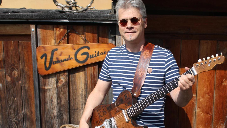 Einzigartiges Hobby: Robert Walch baut leidenschaftlich E-Gitarren aus alten Gegenständen.