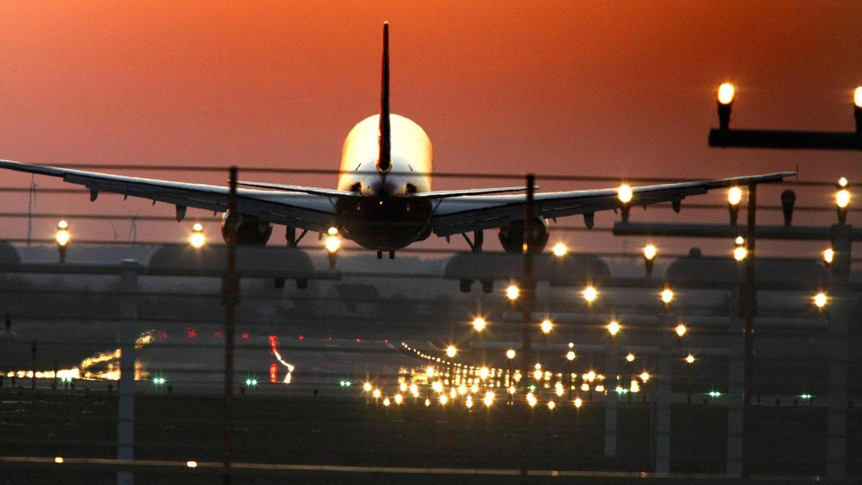 Wenn es Nacht wird, dürfen am Nürnberger Flughafen zwischen 22 und 6 Uhr nur noch besonders leise Düsenjets starten und landen. Seit 2012 ist deren Zahl bis auf das Jahr 2016 kontinuierlich gestiegen, was für mehr Beschwerden sorgt.