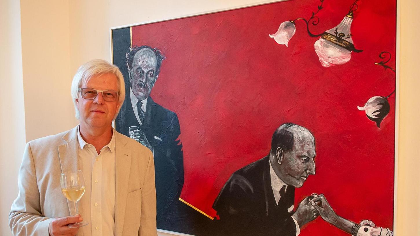Die Kunst, bildlich Spannung zu erzeugen, beherrscht Manfred Hürlimann meisterhaft. Meist ist das Bild-Zentrum irritierend leer, die klug komponierten Szenen laden den Betrachter ein, eigene Geschichten fortzuspinnen.
