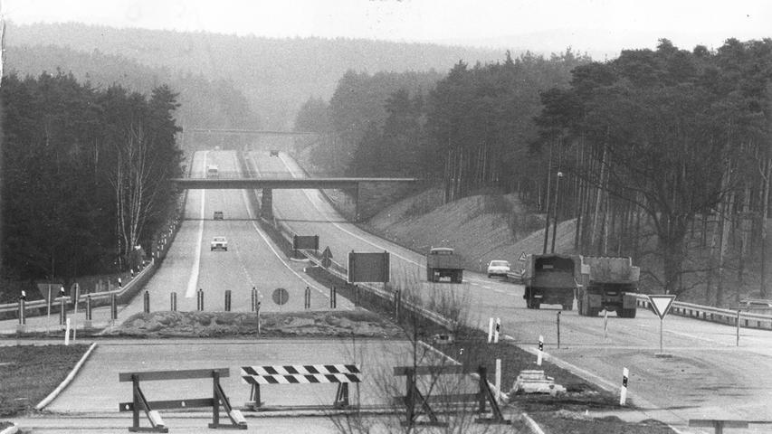 Bis 1973 endete die heutige A6 in Schwabach. Erst am 1. Oktober 1973 wurde die Verlängerung bis Lichtenau eröffnet. 1975 ist die A6 dann bis Aurach befahrbar, zwischen 1976 und 1979 werden die weiteren Lücken in Richtung Heilbronn geschlossen.