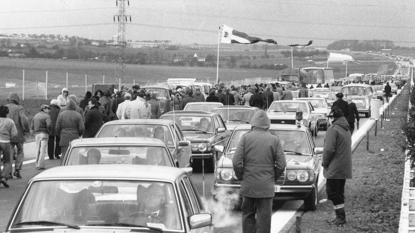Ende 1979 war die A6 zwischen Nürnberg und Heilbronn erstmals durchgängig befahrbar. Tausende Autofahrer wollten ihre eigene Eröffnungsfahrt durchführen. Dieses Vorhaben endete aber mit Enttäuschung und stundenlangem Warten. Zunächst durfte nämlich die Prominenz auf die Strecke.