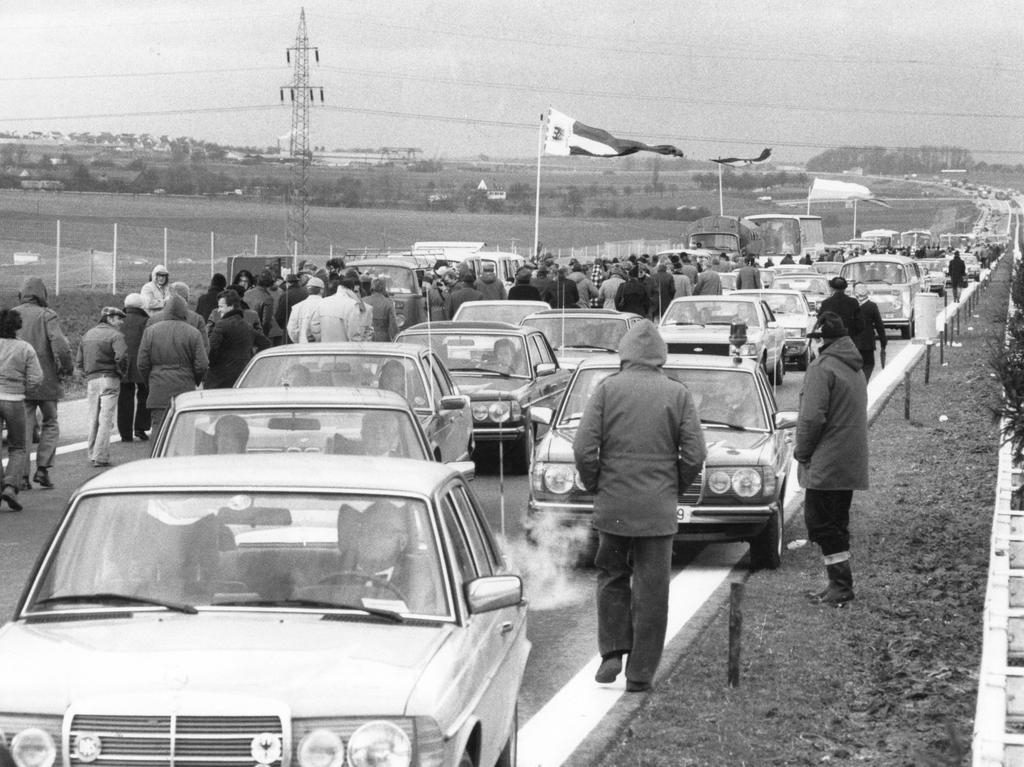 FOTO:VNP / Reinhard Kemmether, veröff. NN v. 19.12.1979; historisch; 1970er...MOTIV: Verkehr Autobahn A6 / A 6. Nürnberg - Heilbronn; Eröffnung ..KONTEXT: