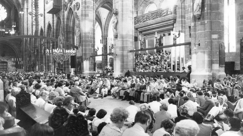 Damals blieb in der St. Lorenz-Kirche in der Altstadt kein Platz mehr frei. Die Eröffnungspredigt von Kreisdekan Johannes Viebig war extrem gut besucht.