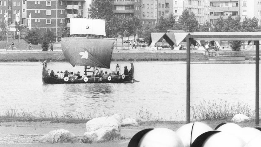Das Programm war bunt: Das Löhe-Heim aus Nürnberg lud am Wöhrder See beispielsweise Interessierte zu einer Wikingerboot-Fahrt ein.