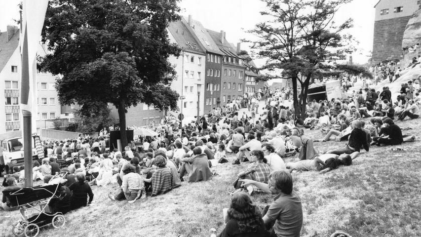 Beliebter Treffpunkt des Teilnehmer wurde der Ölberg unterhalb der Nürnberger Kaiserburg. Dort gesellten sich die Gläubigen in gemütlicher Runde zusammen oder knüpften neue Kontakte.