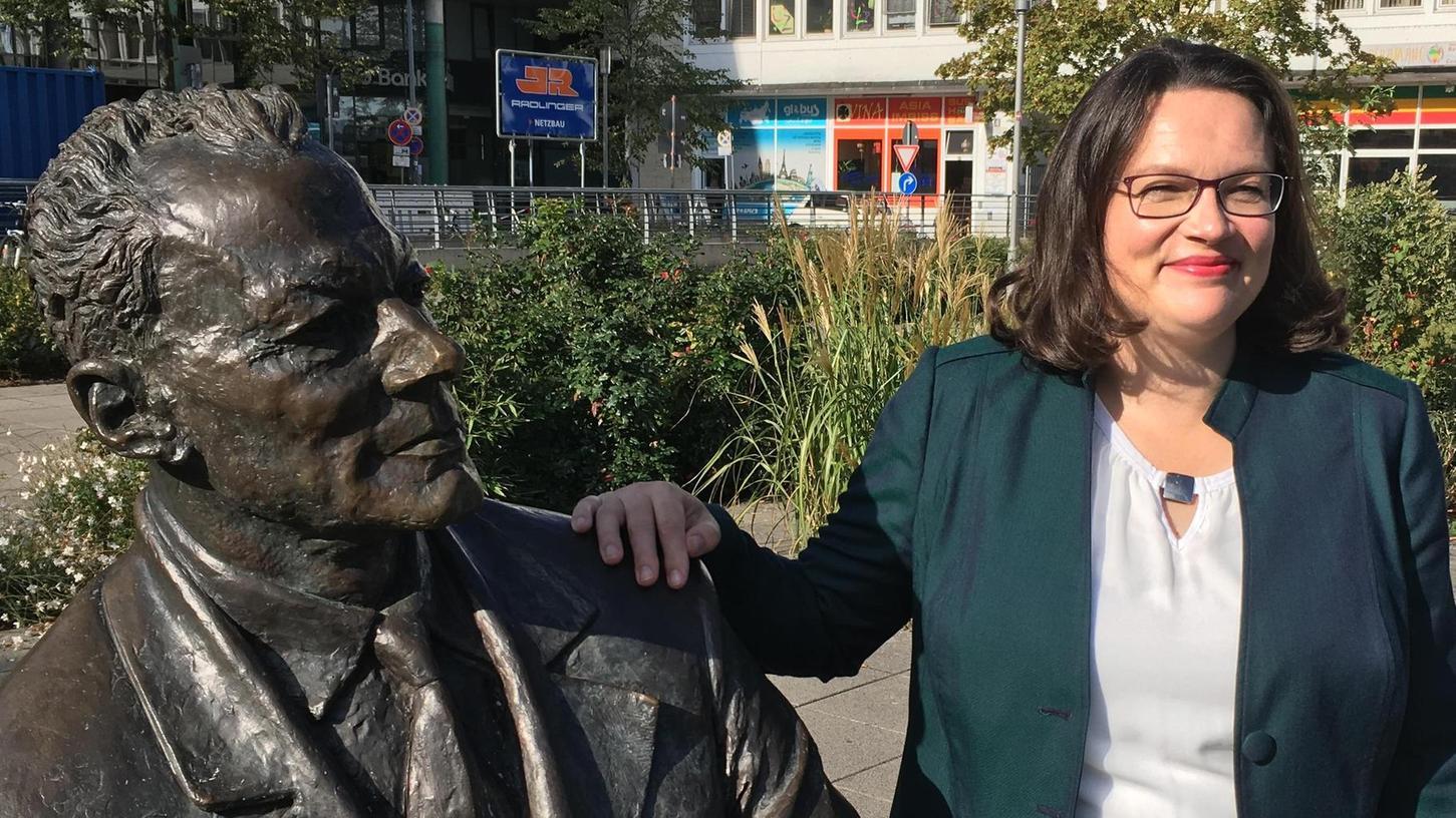 SPD-Vorsitzende unter sich: Andrea Nahles auf dem Willy-Brandt-Platz in Nürnberg vor dem Interview, das dann keines wurde.