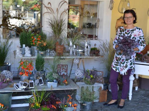 Wegen des trockenen Sommers fragen die Kunden von Christine Kraus in der Waischenfelder Gärtnerei Wolf drei Wochen früher nach der Herbstbepflanzung.