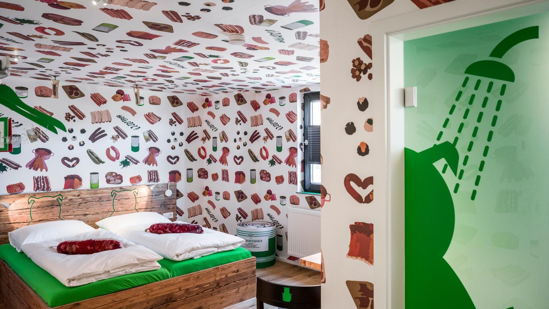 Mit Liebe zum Detail: Das erste Bratwursthotel der Welt steht in Rittersbach.