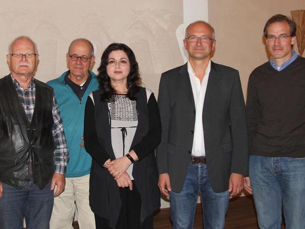 """Sie führen das """"Forum Alte Synagoge"""" (v. l.): Peter Friedmann, Christof Eberstadt, die beiden Vorsitzenden Irina Gerschmann und Christian Plätzer sowie Joachim von Kaehne."""