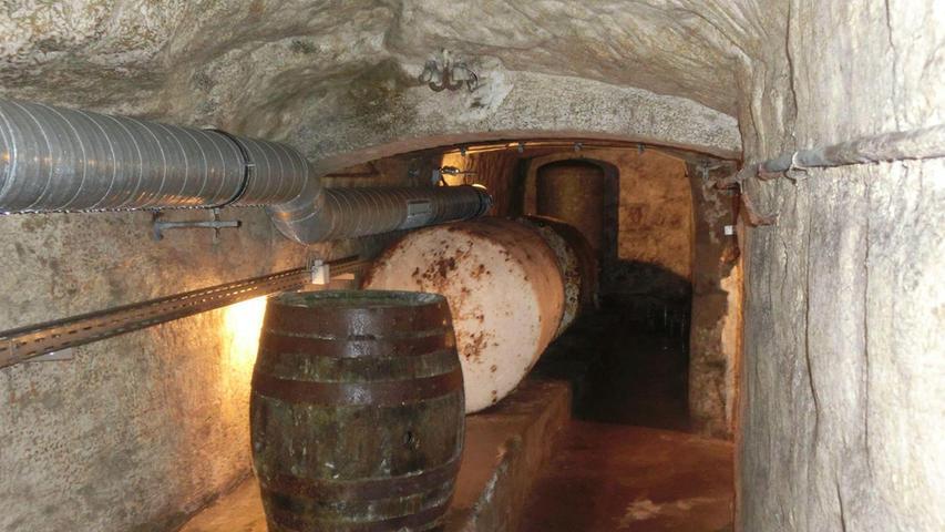 9. Wir haben die Keller. Darin lagern wir nicht nur unterirdisch Bier. Auf den Kellern genießen wir den Gerstensaft in der schönen Jahreszeit unter Bäumen. Der Forchheimer Kellerwald gilt als einer der größten Biergärten der Welt.