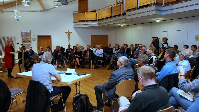 Auch SPD-Politikerin Alexandra Hiersemann beteiligte sich am Flüchtlings-Podium in der Herzogenauracher Kirche Sankt Otto und berichtete von ihren Erfahrungen im Petitionsausschuss des Bayerischen Landtags.
